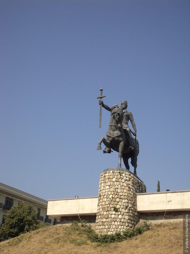 Телави. Памятник Ираклию Второму, последнему царю Грузии