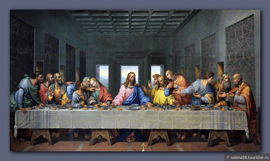 """Огромная мозаика """"Тайная вечеря"""" по мотивам фрески Леонардо да Винчи,выполненная Джакомо Рафаэли , сразила своим великолепием. Не забудьте бросить монетку в специальный ящичек слева у колонны - на пять минут зажжется  подсветка и вы замрете от восхищения."""