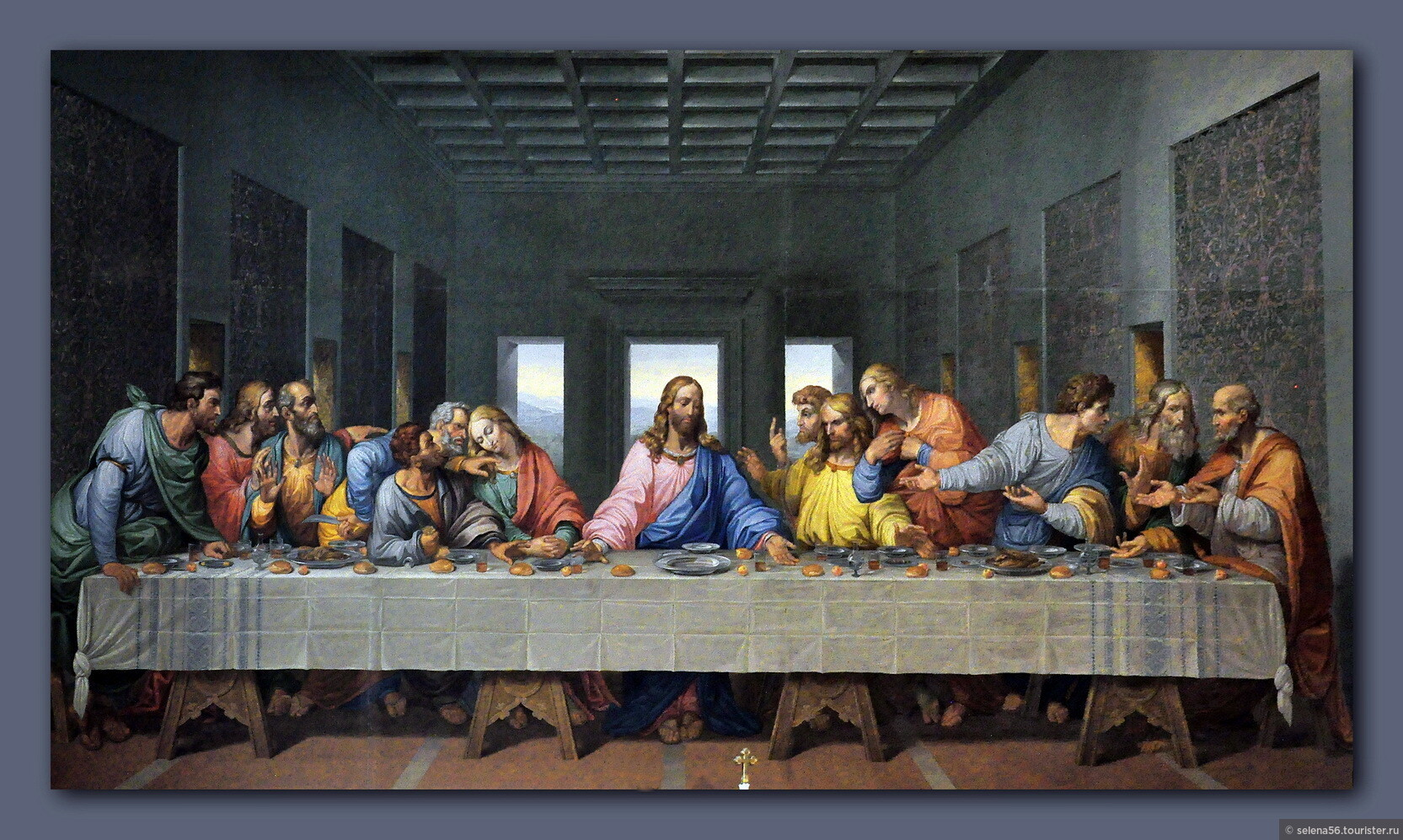 compare and contrast the last supper between da vinci and tintoretto Compare and contrast leonardo da vinci's last supper to tintoretto's last supper painted roughly 100 years apart da vinci's painting was done in the high renaissance style, while tintoretto's painting was done in the style of mannerism.