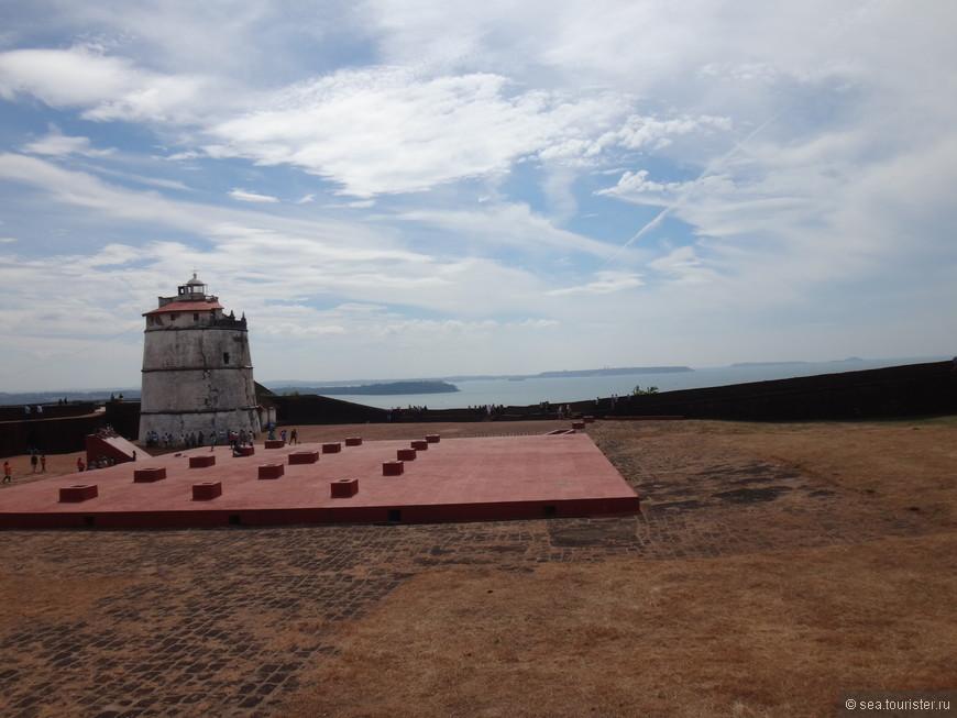 """""""aguada"""" означает """"водный"""", потому что в ней находится огоромная цистерна (в центре), которая обеспечивала водой проходящие корабли"""