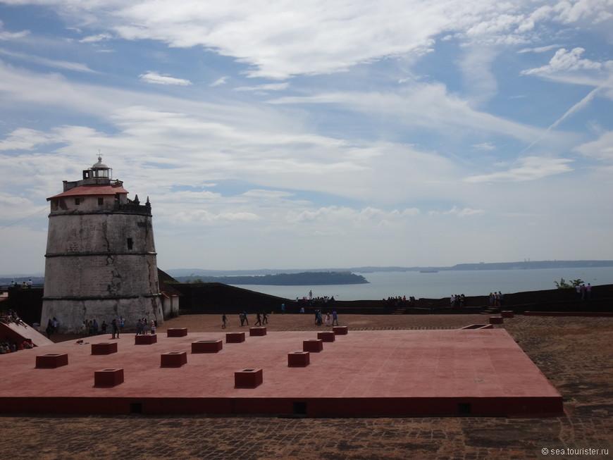 Форт Агуада один из наиболее сохранившихся фортов Индии, построенный в 1609-1612 годах португальцами, с целью защиты своих земель от других европейских завоевателей