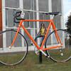 Оранжевый гигантский велосипед в Апелдорне. В цвет королевской династии и как раз по размеру маленькому королевству.