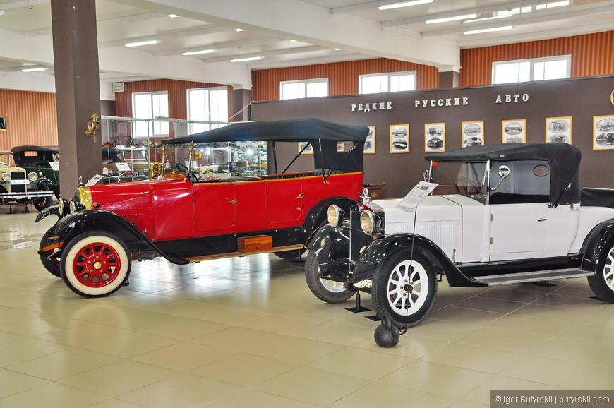 32. На заднем плане, на стене фотографии редких русских автомобилей. Там есть такие модели, что даже поверить в их существование трудно, но думаю их всех уже нет в живых.