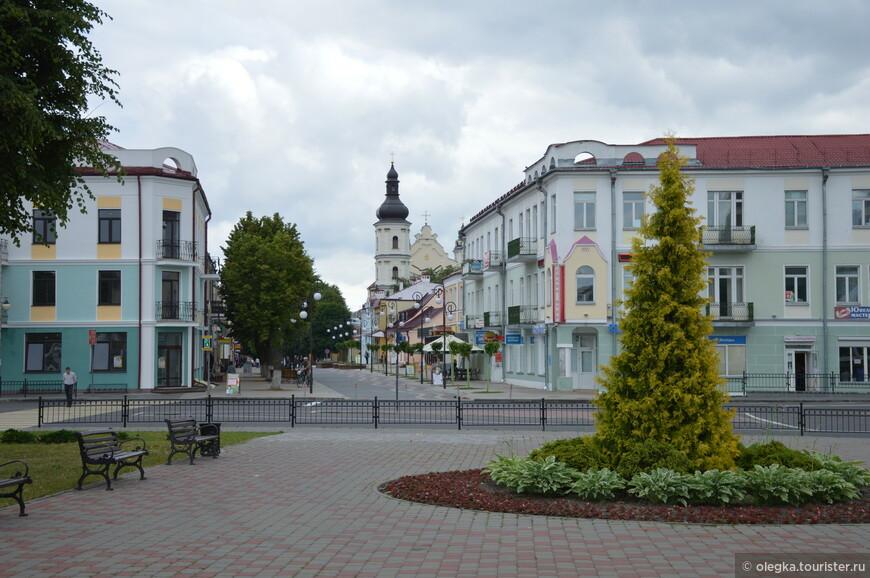 Вид на пешеходную улицу - улицу Ленина