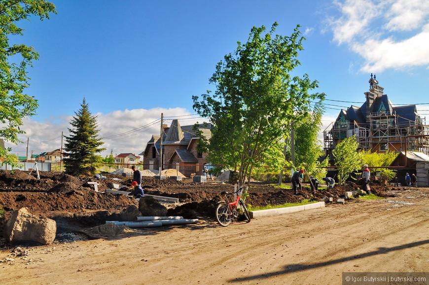 04. На данный момент замок закрыт для посещения в нем продолжаются работы по отделке помещений. Также полным ходом идут работы по строительству вне замка.