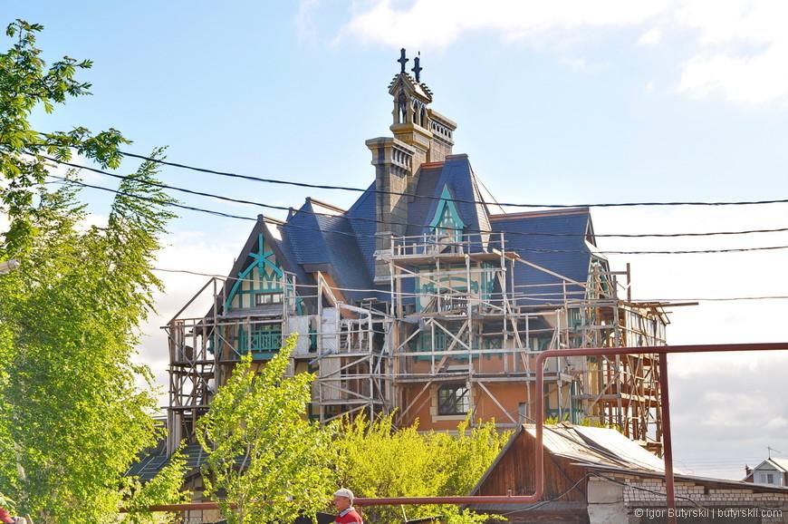 05. Помимо основного здания замка с гостиницей на семь номеров, строятся и более вместительная гостиница рядом.