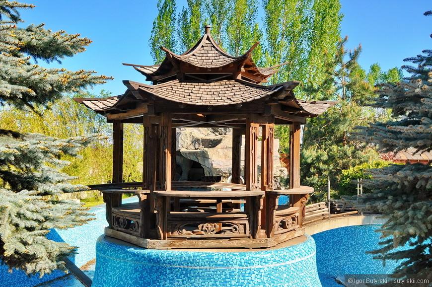 24. Это китайская беседка и бассейн достались в наследство с участком, в этом году, при реконструкции, уже были убраны. Больше никакого диссонанса.