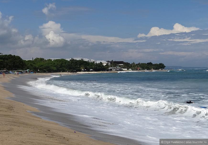 А это - само побережье в Куте, океан здесь неспокойный, для сёрфинга подходит хорошо, а вот для плавания - не очень... Мы рискнули только побарахтаться в прибрежных волнах...