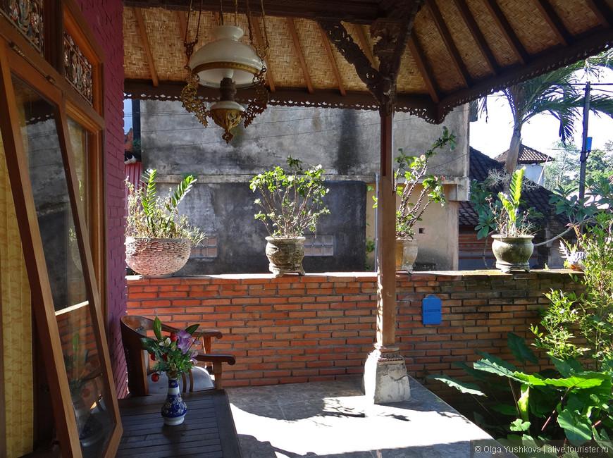 Интерьерчик внутреннего двора одного из гестхаузов, в котором мы жили в Убуде...