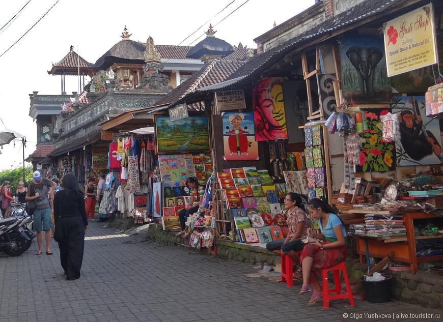 Рынок сувениров в Убуде...