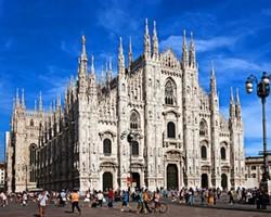 Беспилотник корейских туристов повредил собор в Милане
