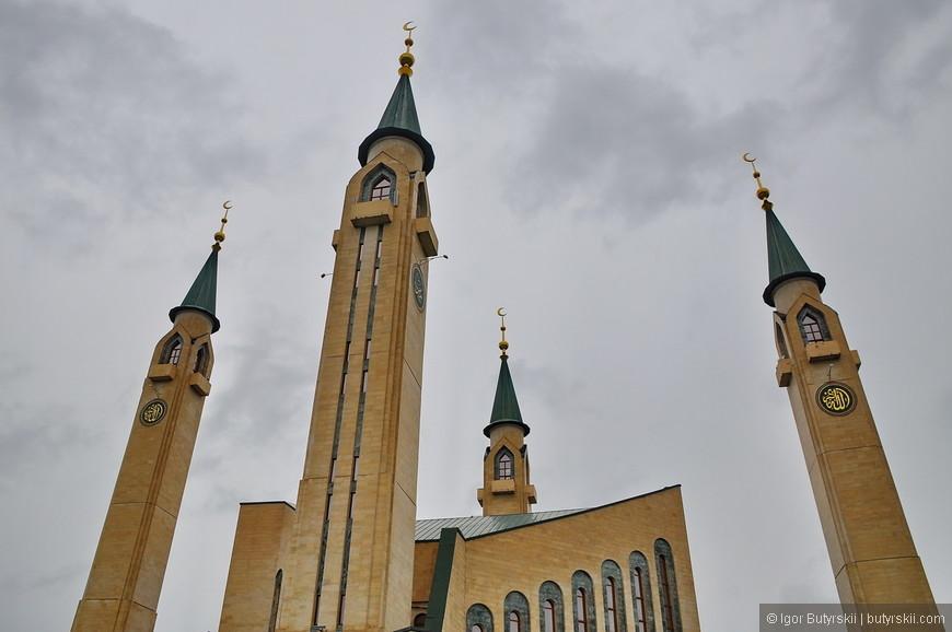 02. Четыре минарета мечети высотой 66 метров делают ее одной из самых высоких в России.