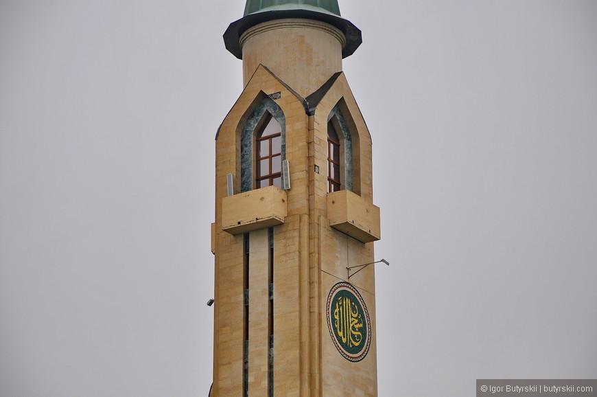 """03. Также в мечети располагается среднее медресе """"Рисаля"""", в котором обучаются юноши мусульмане со всей России. Они обеспечиваются бесплатным общежитием, трёхразовым питанием и обучением."""