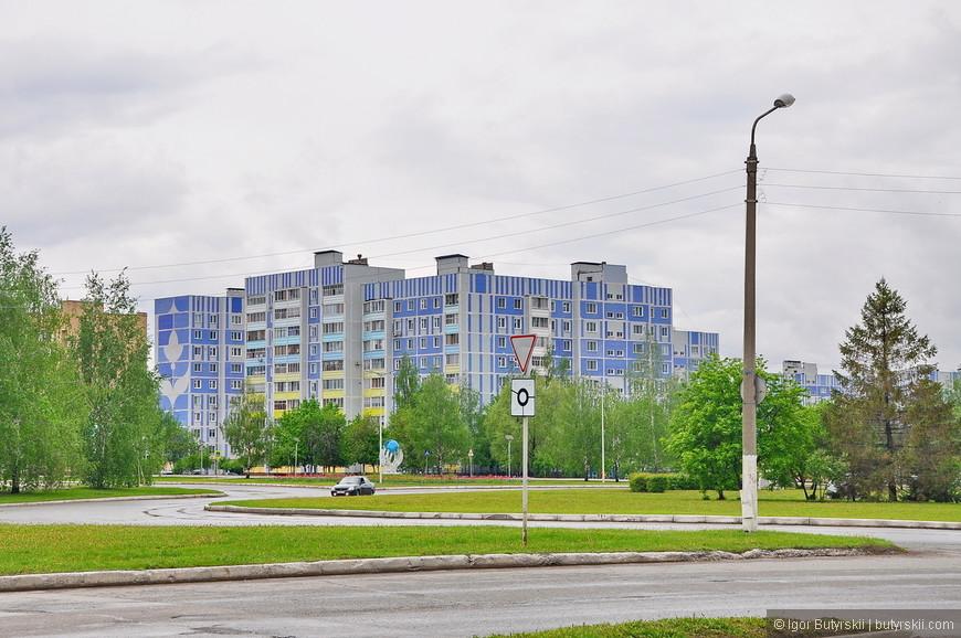 08. «Панельки», город молодой и поэтому сразу многоэтажный. Находится Нижнекамск в непосредственной близости к Набережным Челнам и создает с ними общую агломерацию.