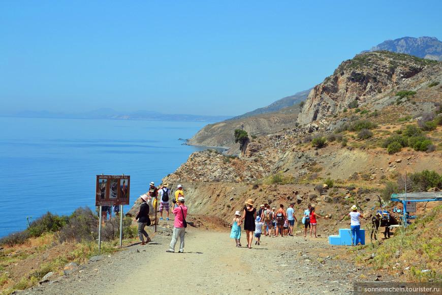 Греческий остров Кос совсем невелик, но весьма популярен среди туристов. Особую славу принесли ему термальные серные источники, вырывающиеся прямо из скал на юго-восточном побережье.