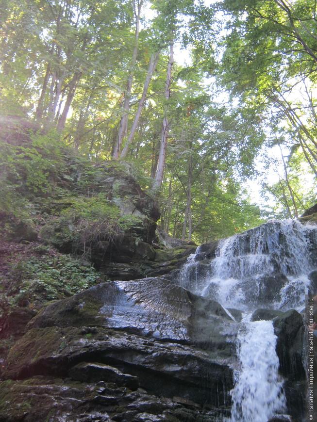 Водопад Шипит и одноименный заповедник находятся неподалеку от горы Гемба. Второй по высоте в Закарпатье.
