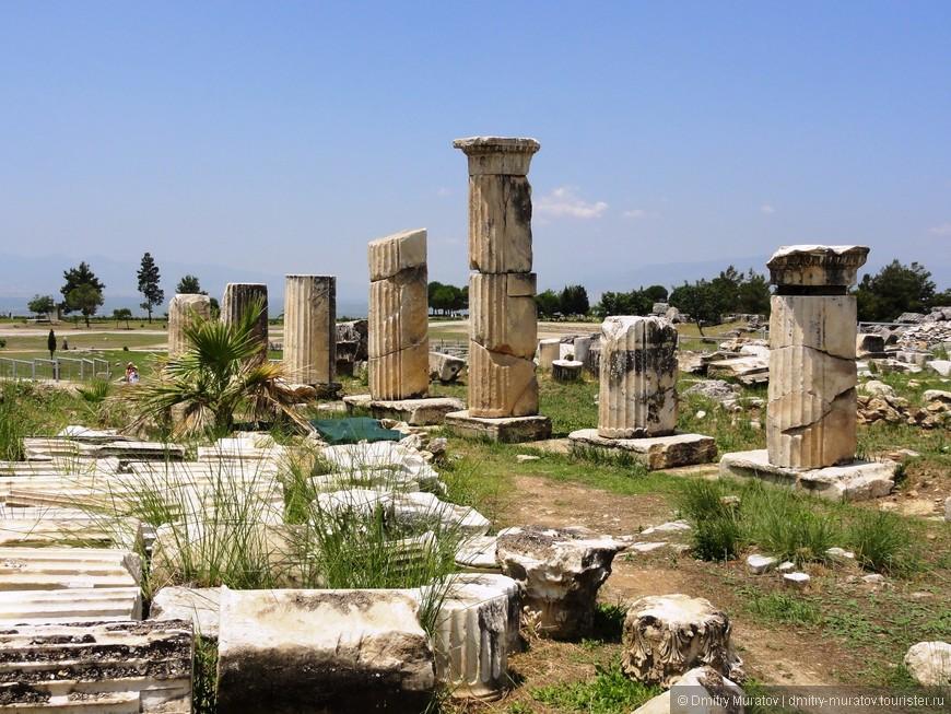 Руины античного города Иераполиса