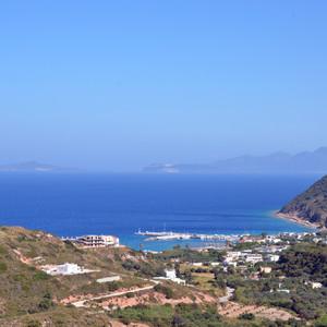 Кефалос построен на западном краю Коса, на одной туфяной возвышенности. Он был древней столицей и назывался Астипалея.