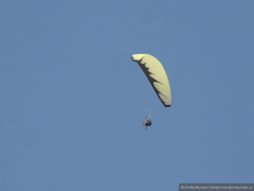 А можно полетать и на парашюте с гор в местечке Памуккале