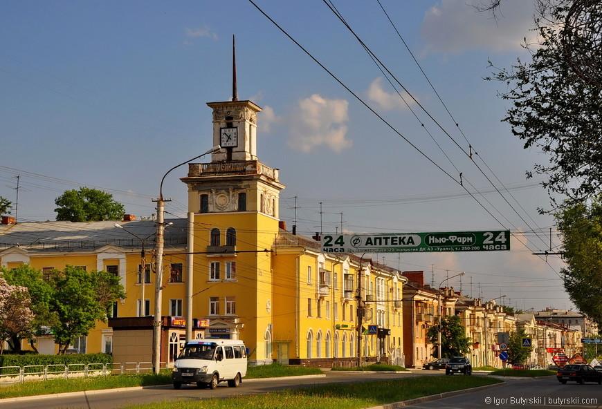 12. В большей части города застройка и планировка советская, есть пара красивых зданий, но не более.