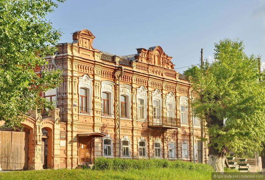 24. Хотя некоторые здания выглядят отлично, наверно все зависит от хозяев. Некоторым посчастливилось стать музеями.