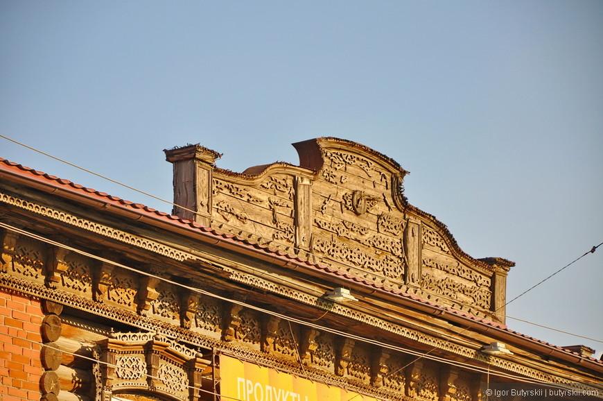 32. А вот деревянные встречаются очень редко, и тем более за пределами центральной России. Пожары в те времена были не редки, поэтому все дорогие дома уже делали из кирпича.
