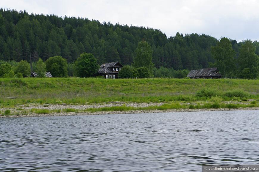 Деревня Братское. А в деревне всего три дома.