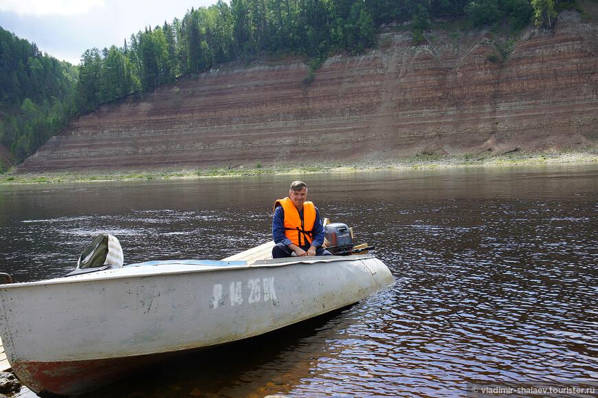 На лодке очень легко и удобно добраться до любого места близ Опок.