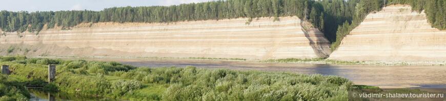 От турбазы открывается великолепный вид на противоположный скальный берег.