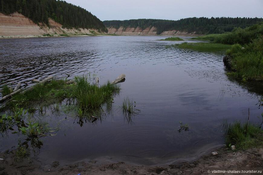 ...и лишь своенравная Сухона упорно тащит свои воды к Великому Устюгу, чтобы слившись с Югом стать Северной Двиной.