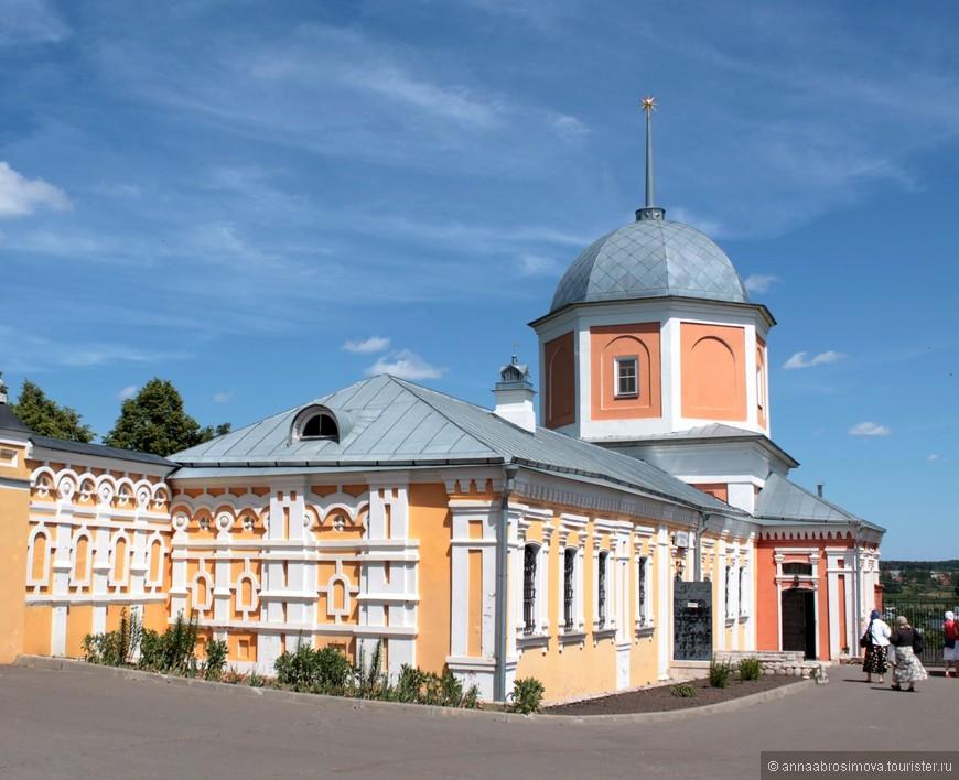 Монастырская лавка и башня монастыря