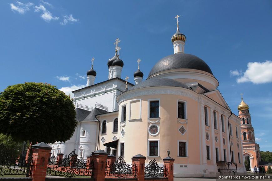 Никольская церковь. В советские времена здесь располагался поселковый клуб