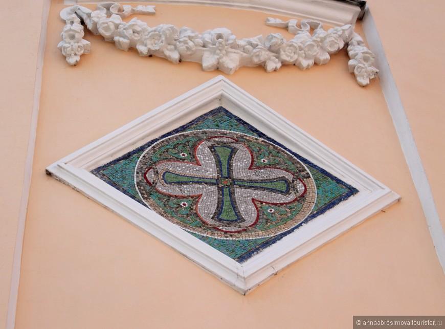 Мозаика на стенах Никольской церкви