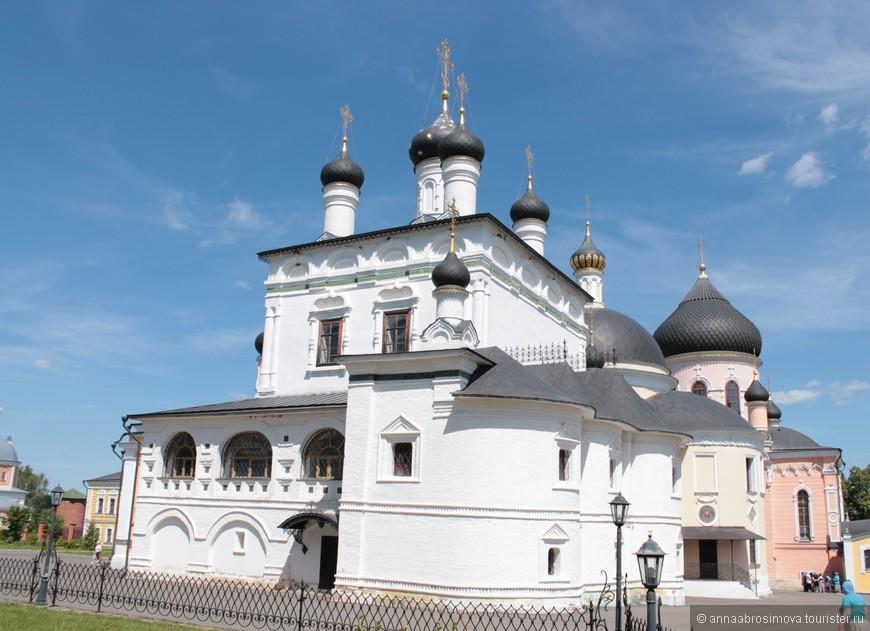 Собор Вознесения Господня. Самое старое здание монастыря с необычной архитектурой.