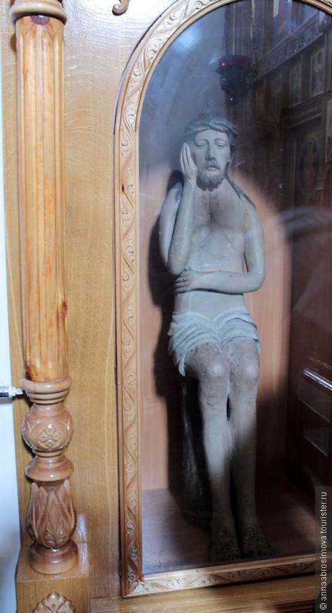 Деревянная скульптура Иисуса Христа в соборе Вознесения Господня