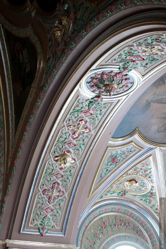 Украшение сводов Знаменской церкви