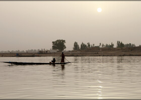 Белый закат над рекой Бани