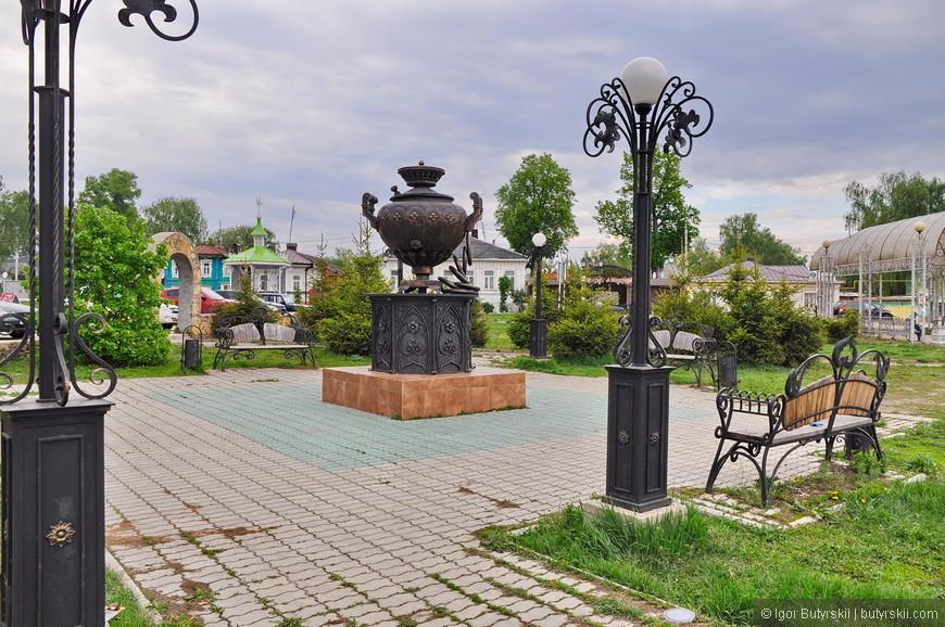11. Самовар в парке. Самовар часто встречается на туристической символике города, думаю значимый был предмет.