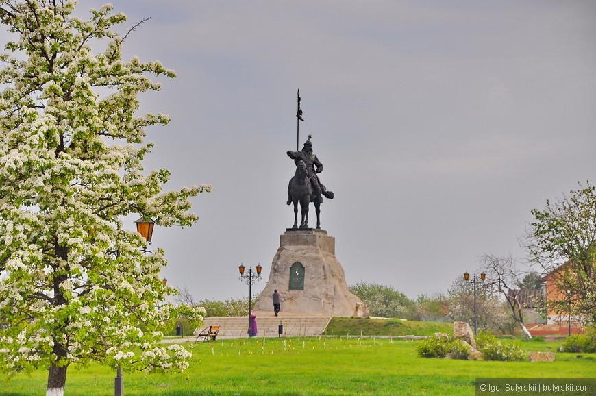 34. Памятник Ибрагиму I – основателю города Елабуга.