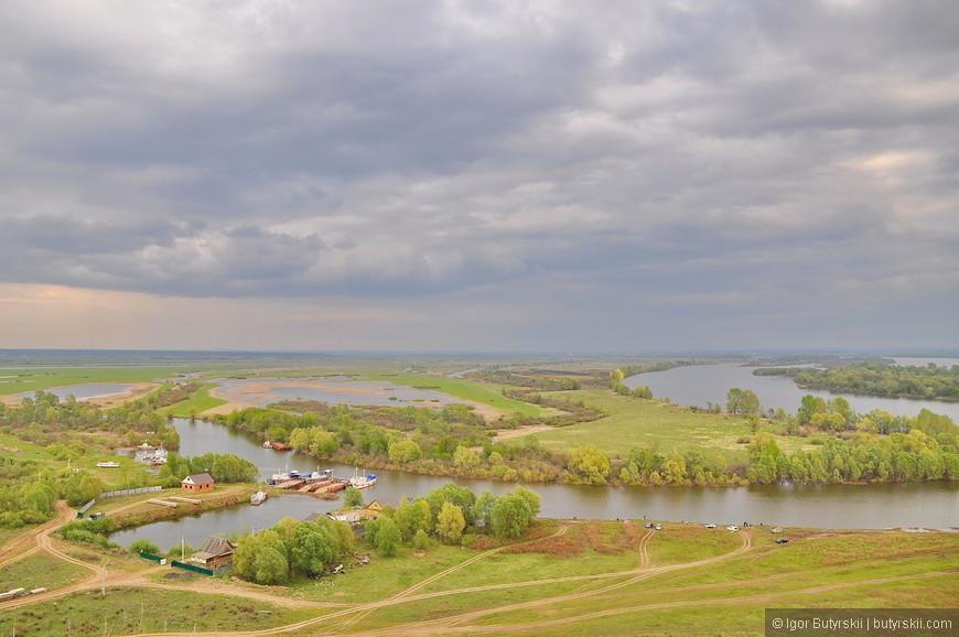 39. Сверху отлично видно слияние рек. Видно города Елабуга, Набережные Челны и Нижнекамск. Расположение башни очень выигрышное.