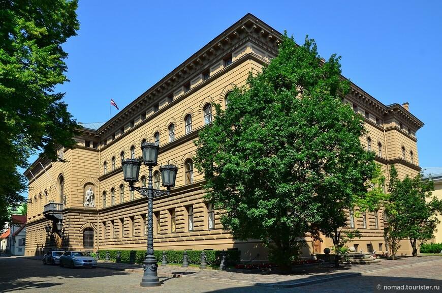 Здание Сайэма (Сейма) Латвии