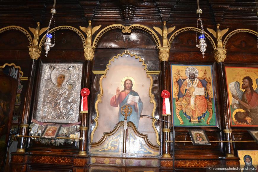Рядом с монастырем имеется сувенирный магазинчик с очень недорогими иконами. Нужно знать, как звучит Ваше имя по-гречески. Елена- это Элени.