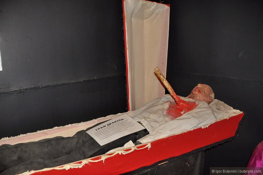 14. Очень неожиданный экспонат – вымышленный Граф Дракула. Я же говорю музей – сборная солянка.
