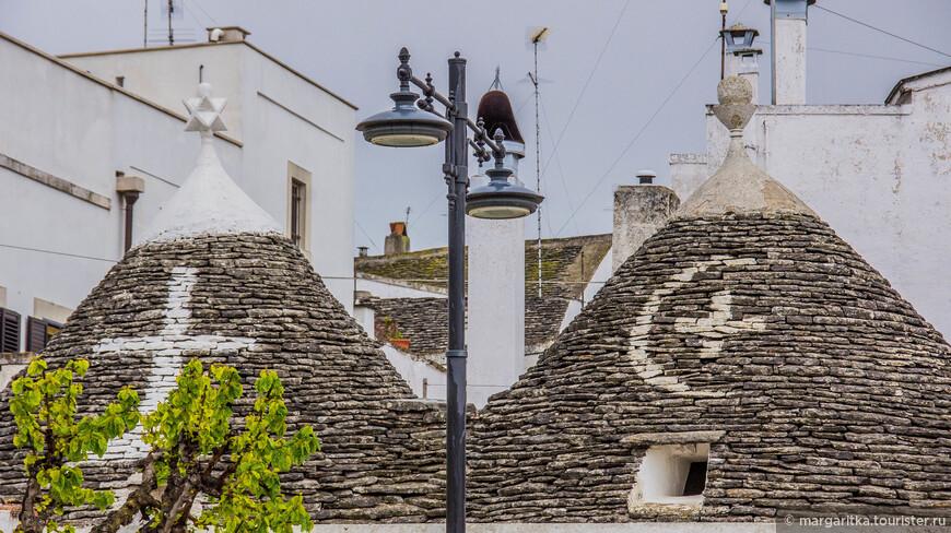 знаки на крышах помимо значения имеют еще и довольно любопытный вид
