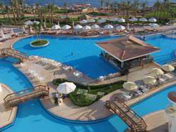 МИД РФ рекомендует туристам не выезжать за пределы курортных зон Египта