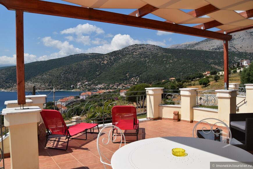 Каждое утро мы завтракали за этим столиком, наслаждаясь пением птиц, морским воздухом и прекрасной природой