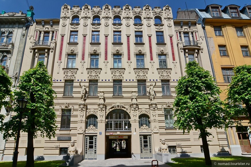 Большая часть домов, расположенных по улице Альберта, была спроектирована Михаилом Эйзенштейном (отцом режиссера Сергея Эйзенштейна).