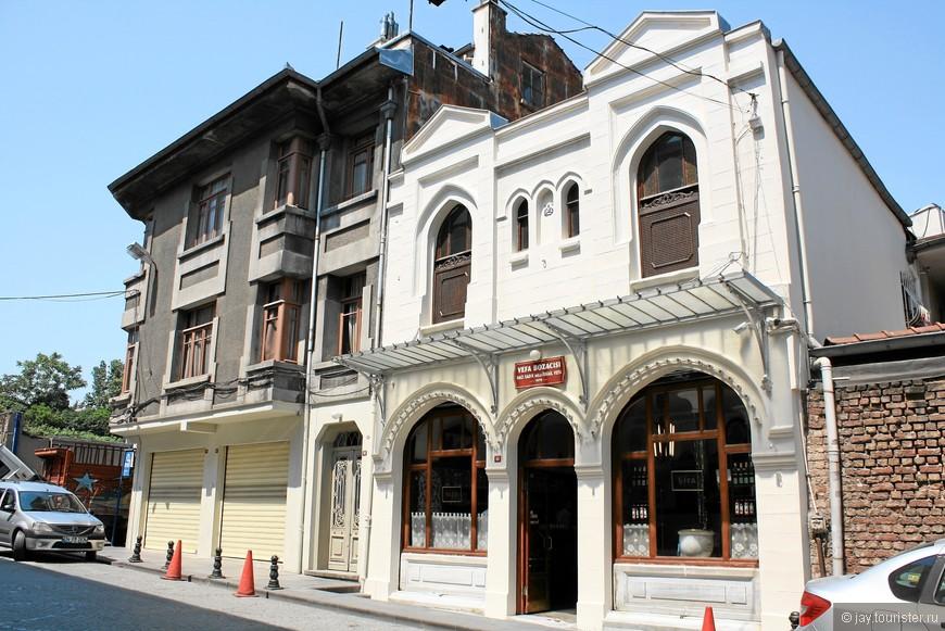 """Магазин """"Vefa Bozacisi"""", где можно попробовать экзотические турецкие напитки"""