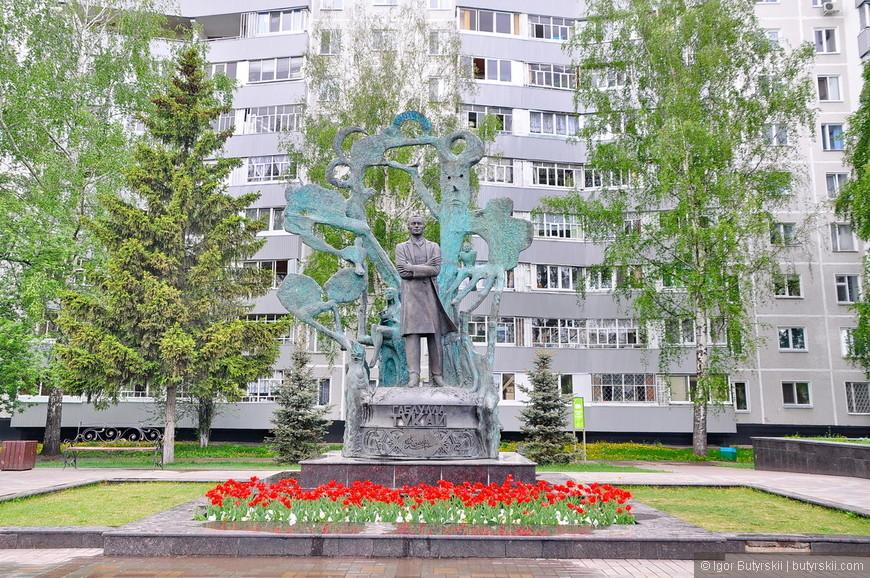 15. Памятник Габдулле Тукаю. Один из самых почитаемых (и читаемых) поэтов Татарстана. Ему посвящены улицы, площади, станции метро, и конечно же поставлены памятники.