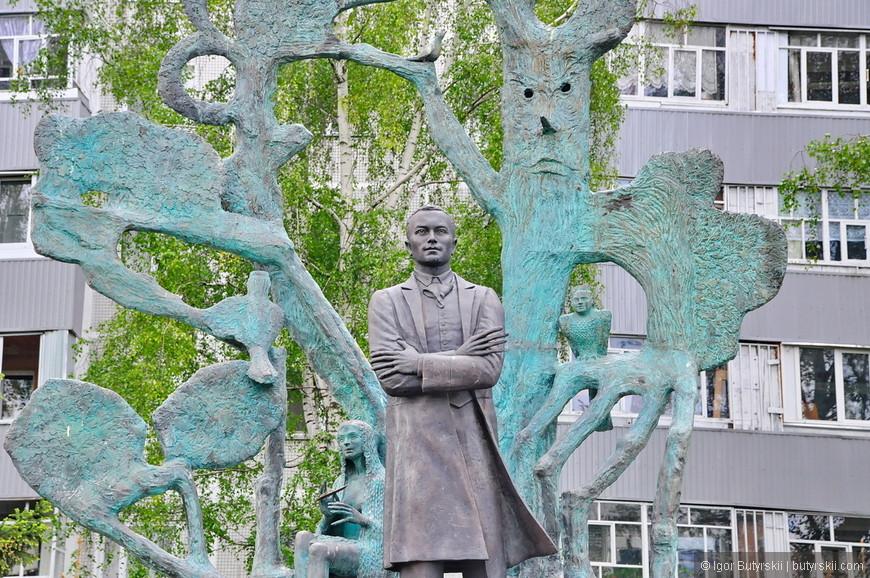 16. Помимо самого Тукая в композиции можно увидеть персонажей его рассказов, сказочных героев.